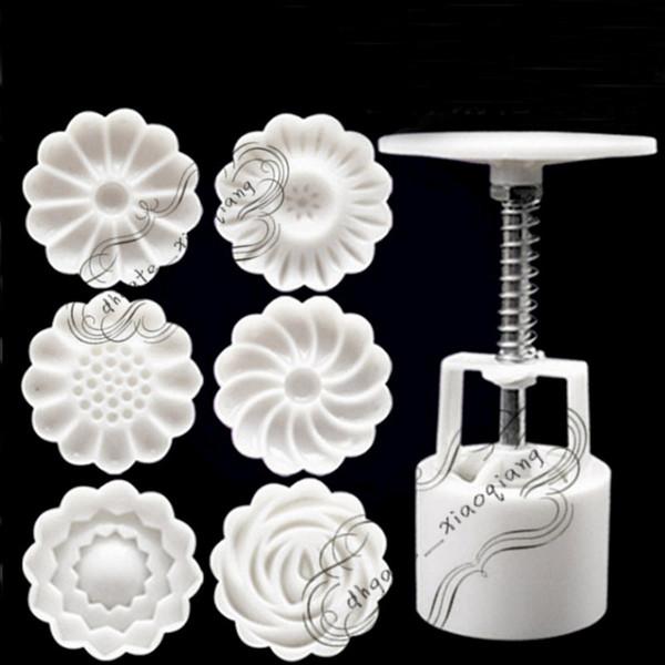 7PCS / Set 3D Moon Cake Mold 1 Hand Press con 6 Flower Shape 50g Mid Autumn Arch Moon Stampi per dolci Pane Biscotti Maker