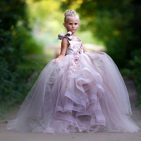 2018 Pretty Çiçek Kız Elbise 3D Çiçek Aplikler Bow Gilrs Pageant Elbise Moda Kabarık Tül Uzun Doğum Günü Elbise Toddler Mezuniyet Elbisesi
