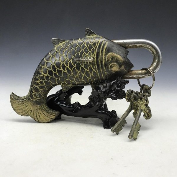 A RARE IMAGE OF CHINA'S OLD BRASS SCULPTURE FISH LOCKS AND KEYS