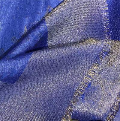 azul com fio de ouro