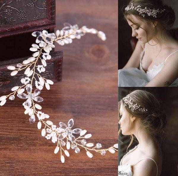 Pearl hair with white wedding dress, accessories, hair, head, and bridal headwear.