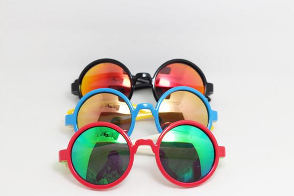 2018 Fashion Polarized Removable Sunglasses for Kids Boy Soft Color Round Children Glasses Protective Sun Glasses Sunglasses with Car Case