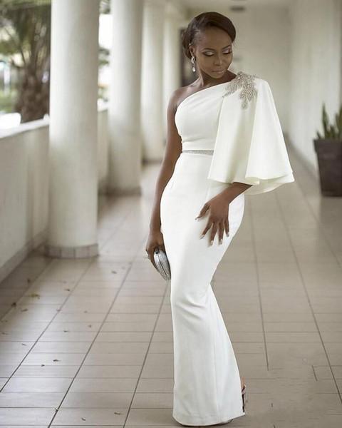 Compre Elegantes Vestidos De Fiesta Blancos Baratos Largos 2019 Vaina Un Hombro Con Mangas Satén Cinta De Cristal Rebordear Noche Vestidos Formales De