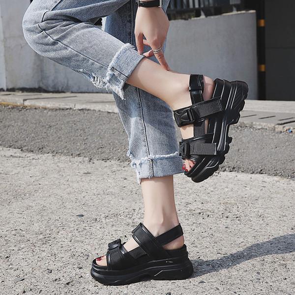 Women Designer Sandals Thick Bottom Luxury Platform Retro Summer Flip Flops Black White Fashion Anti Wear Non Slip Slippers 46rm jj