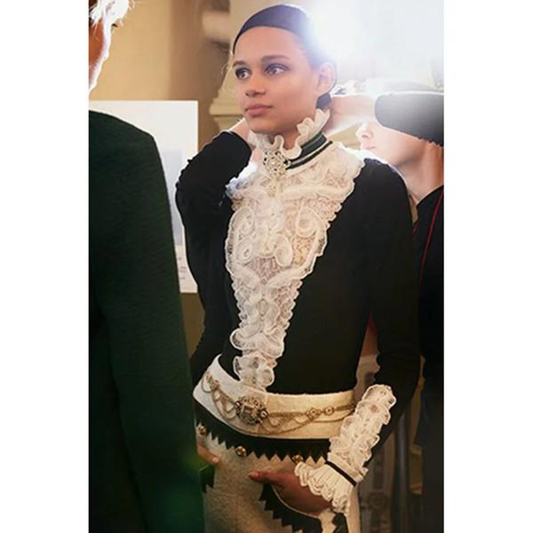 2018 Otoño Invierno Navidad Suéter Negro Jerseys Mujeres Runway Diseñador Ruffles de cachemira Cuello alto Jumper Señora Ropa S18100803