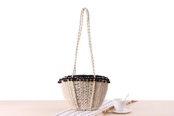Wholesale 2018 European and American style Summer beach bag solid color simple straw bag retro hair ball lace leisure bag