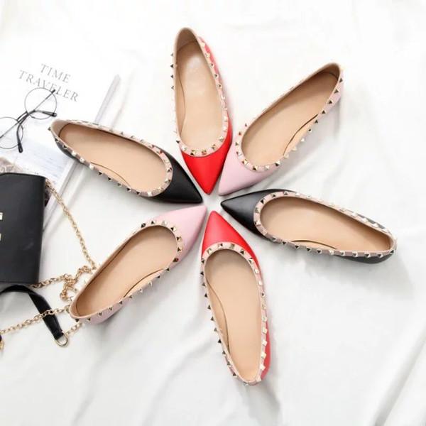 Mulheres Designer De Marca de couro de vaca sapato slip-on Rebites De Metal Mocassins Salto Baixo Dedo Apontado Oxfords Senhora Escritório sapato de Casamento, 35-40