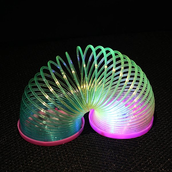 Color Randomly1PCS HOT Glow in Dark Magic Plastic Slinky Rainbow Circle Spring Toy Flashing Colorful Children Funny Classic Gift