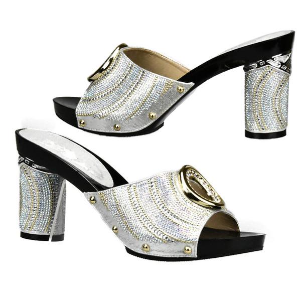 7854a52cf4 Novas Mulheres Africanas Sapatos De Casamento Dedo Do Pé Aberto Senhoras  Bombas Mulheres Sapatos de Festa de Strass Saltos de Luxo Sandálias Das  Mulheres ...