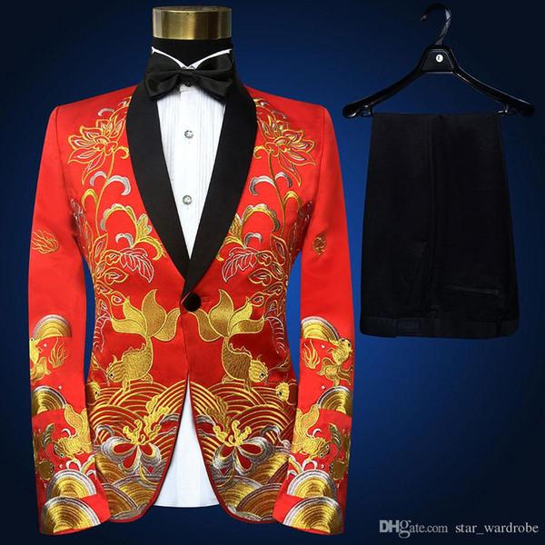 Gola xale Vermelho dos homens de Duas Peças de Ouro Bordado Jaqueta Calças Pretas Ternos Definir Fino Estágio Cantora Show Trajes (Jaqueta + calça + gravata)