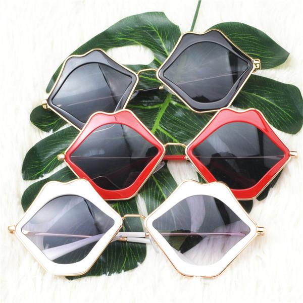 MINCL / Femmes Petites Lèvres Lunettes de Soleil Rouge Cadre Femmes Marque Designer Oeil de Chat lunettes de Soleil Vintage Sexy Lunettes Shades FML