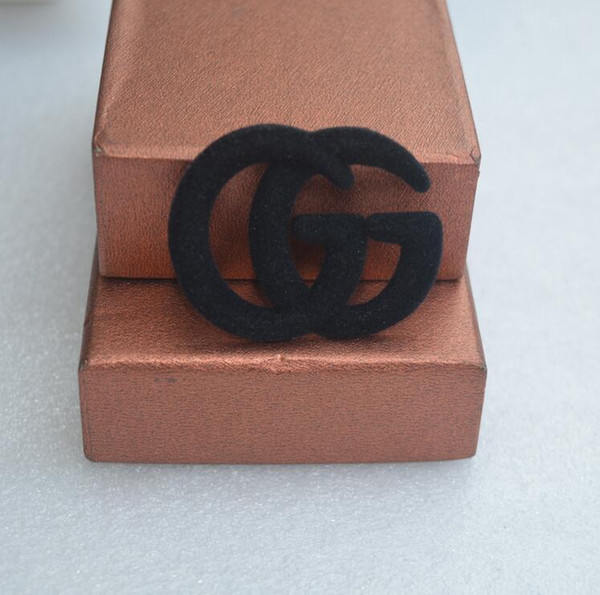 Black plush letter G brooch fashion metal luxury brand brooch pin clothing accessories female jewelry gift delivery A