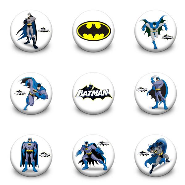 Venda quente Batman Dos Desenhos Animados Figura de Ação Badeges de Plástico Rodada 3.0 CM Broches Moda Botão Pins Saco de Roupas Acessórios Crianças Favor Do Presente Do Partido
