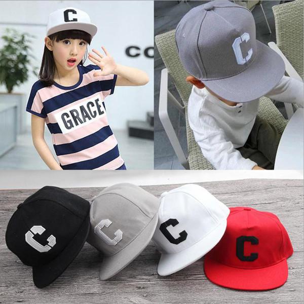 2017 Çocuk Hip Hop Beyzbol Şapkası C Mektupları Katı Sonbahar çocuklar Güneş Şapka Boys Kızlar için snapback Caps yaş 2-9 yaşında çocuk