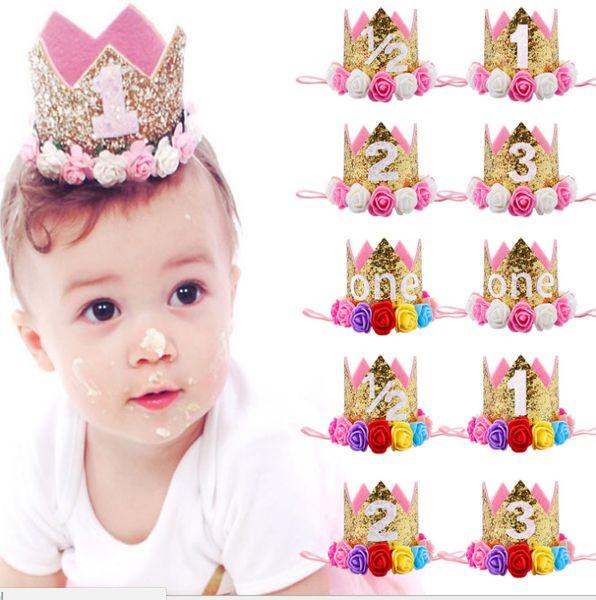 Les nouveaux cheveux de la couronne de bébé de la petite fille avec le bandeau photo de performance de fête d'anniversaire de bébé