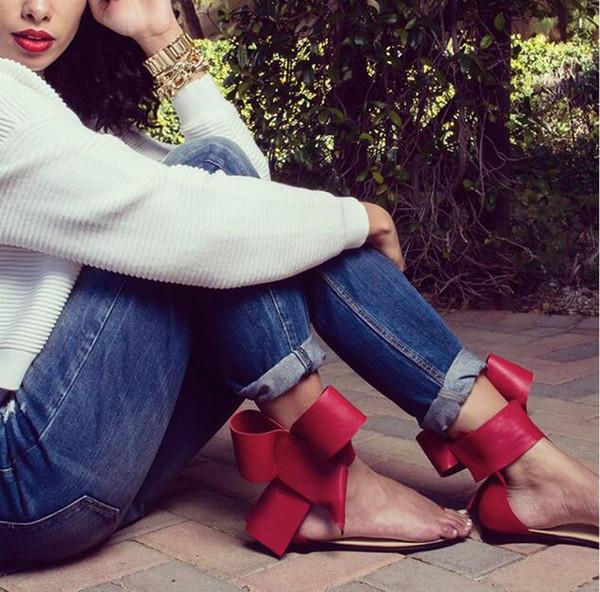 2018 ventas calientes arco de gran tamaño grandes flores tanga clip punta del dedo del pie talón abierto sandalias de punta de tobillo correa de la moda clásica pista streetwear zapatos