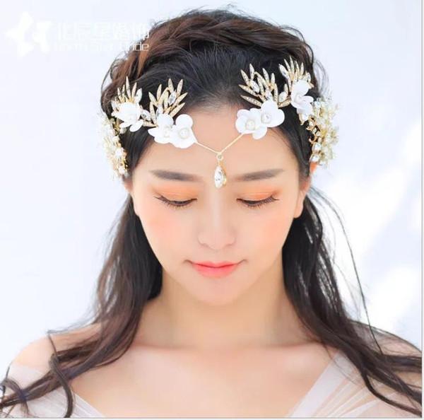 Tête de mariée, soie, fil, main, blanc, diamant, robe de mariée, accessoires, ornements de couronne.