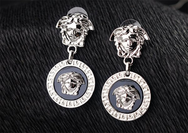 High Quality Celebrity Design Women Letter Diamond Pendant Earrings Fashion Metal Gold Head Earring Jewelry With Box