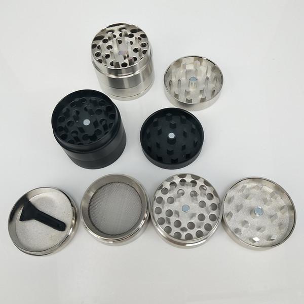 Heiße Tabak-rauchende Metallkräuter-Schleifer Vier Schichten Zicn-Legierungs-Schleifer mit Bürsten-Schleifer für trockenes Kraut