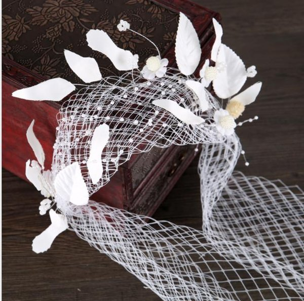 European and American brides headwear, veil, ornaments, gauze, feather flowers, small hat, hairpin, ornament, white ornament accessories.