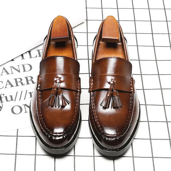 Nefes Kahverengi / Siyah Kore Versiyonu Yeni Moda Sivri Burun İngiltere Loafers Mens Iş Elbise Ayakkabı Püskül Ile