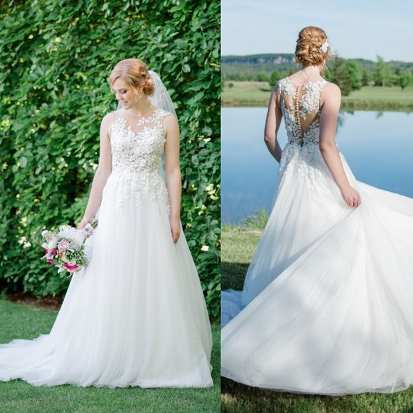 Hand-Made Delicate 3d Flower Appliques Sheer Wedding Dress Princess Flowing Tulle a-Line Beach Bridal Dress In Garden
