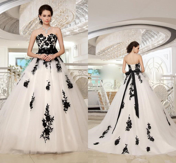 Vintage Black and White Lace-up Wedding Dresses 2019 Retro Strapless Lace Applique Gothic Plus Size Corset Country Wedding Gown