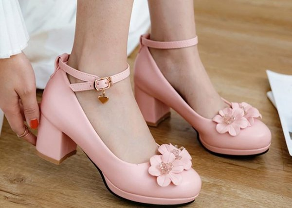 Free send Hot Sweet flowers high-heeled shoes woman round head shallow mouth waterproof table Coarse heel Single shoes