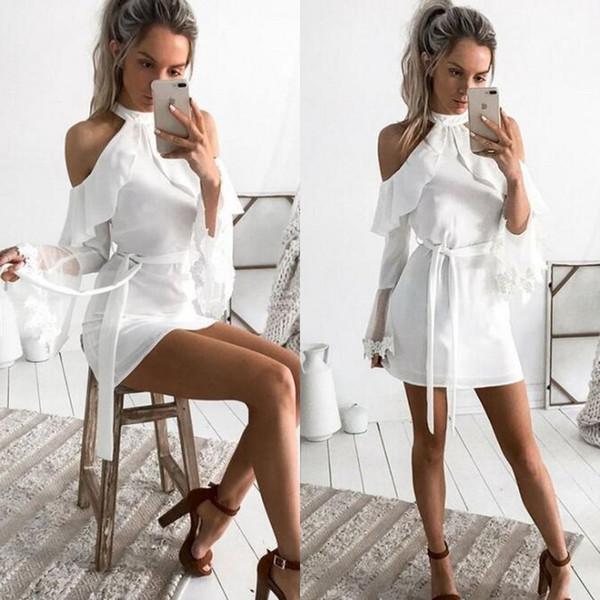 2019 Kurze Cocktailkleider Neckholder Kalte Schulter Rüschen Mantel Billig Partykleid mit Schärpe Flare Ärmel Spitze Applikationen nach Maß