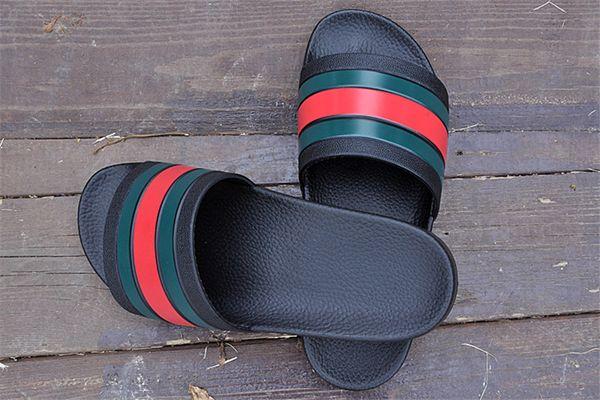 Tasarımcı Terlik Yeni Marka Mektup Lüks Slaytlar Erkekler Yaz Kauçuk Sandalet Plaj Slayt Moda Scuffs Terlik Kapalı Ayakkabı Boyutu EUR 40-45