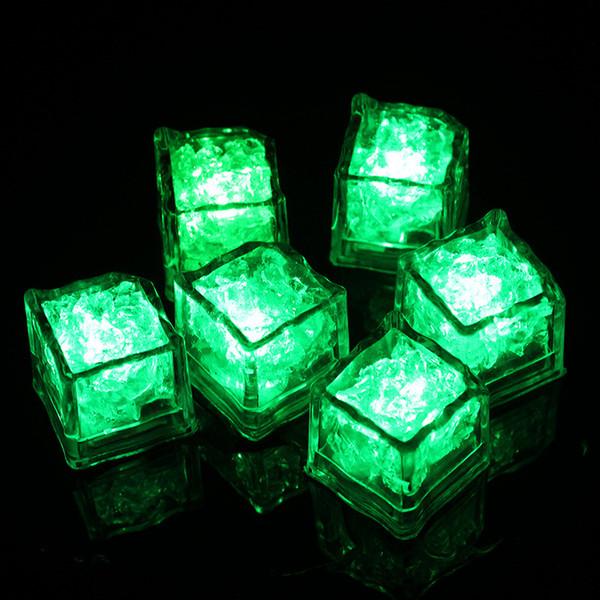 Halloween LED Lumière Ice Cube Artifical Capteur Liquide Éclairage Cristal De Glace Cubes Flash Pour Décoration De Fête De Mariage De Noël 7 couleur
