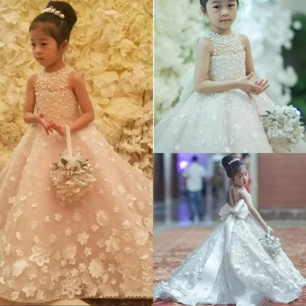 2018 Cute Flower Girls Dresses Jewel Neck 3D Flowers Big Bow Belt Beaded Pearls Princess Kids Long Bridesmaid Dress Girls Pageant Ball Gown