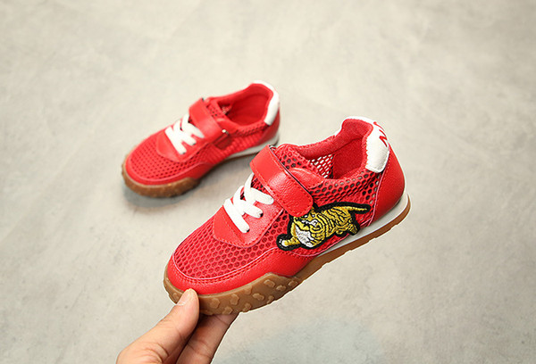 2019 Brand New Arrival Spring Summer Tiger Mesh Surface Breathable Kids Running Shoes Hook Loop Boys Grils Sneakers White Black Red Sneakers Shoes For