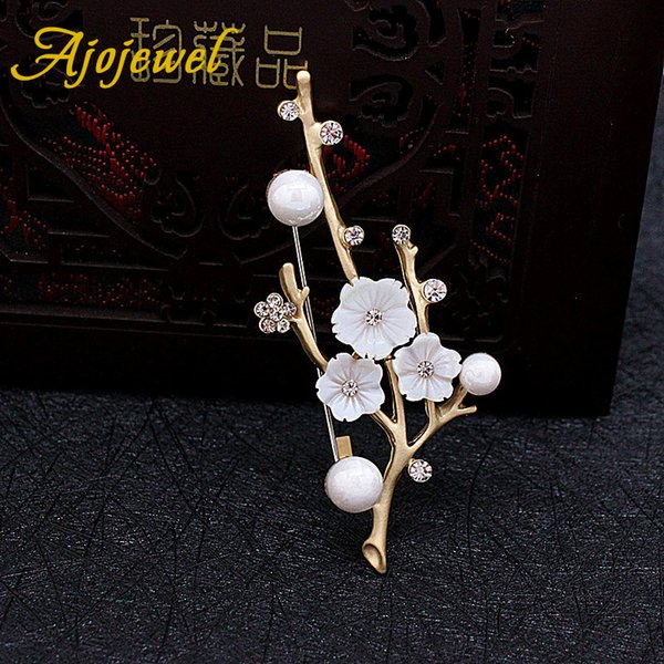 Ajojewel Luxury Chinese Style White Shell Flower Brooch Vintage Rhinestone Simulated Pearl Scarf Brooch Clip Scarf Accessories