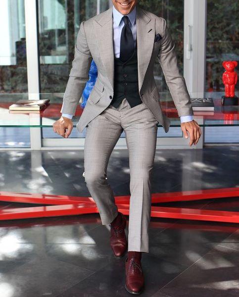 Custom Made Groomsmen Pico Lapela Noivo Smoking Luz Cinza Ternos Dos Homens de Casamento / Prom Melhor Homem Blazer (Jacket + Pants + colete + Gravata) A278