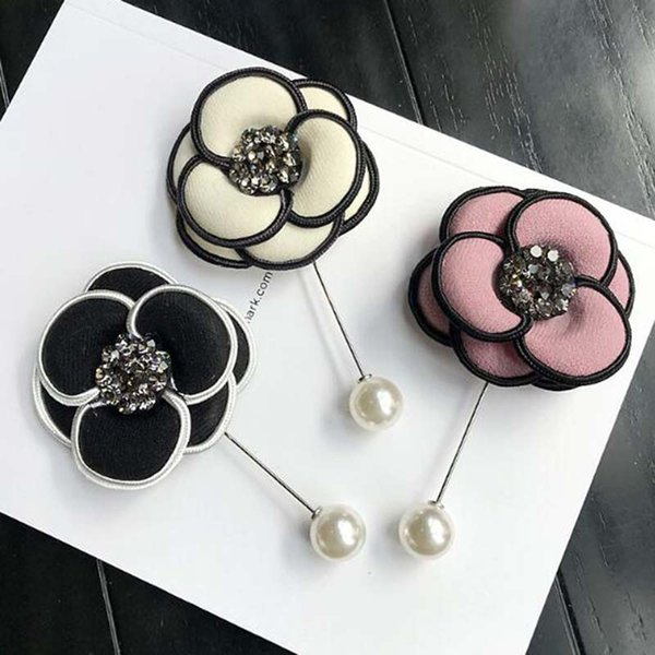 Korea Fashion Multicolor Crystal Pearl Camellia Flower Brooch Pins Handmade Fabric Flower Brooch Women Suit Lapel Pins Accessories Jewelry