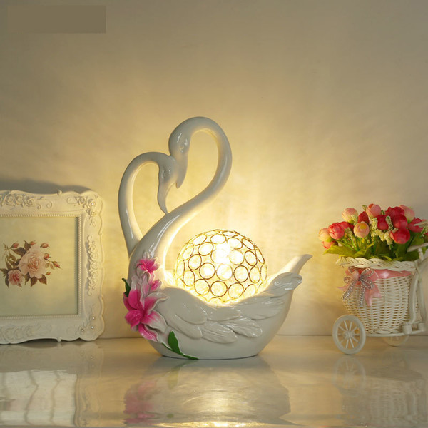 Modern red table lamps bedroom bedside lamp marriage celebrate Swan creative resin red white LED table light za82610