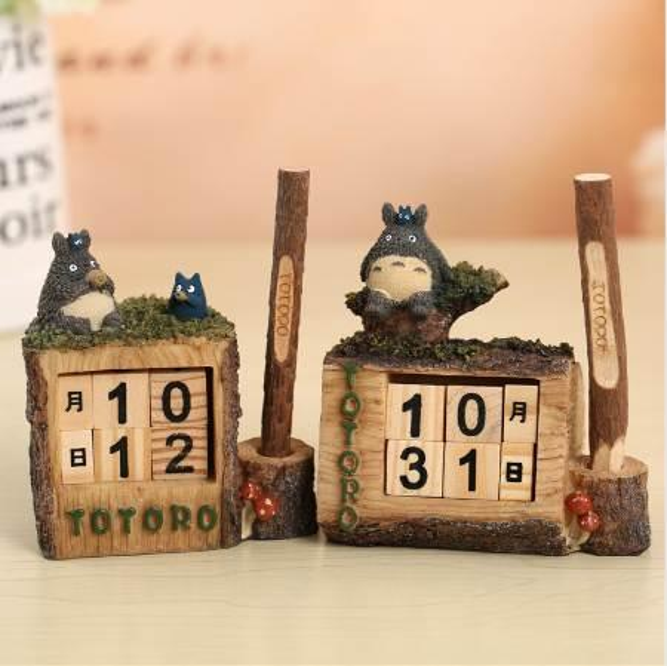 top popular Cute Resin Cartoon My Neighbor Totoro Permanent Calendar Table Desktop Cecoration Wooden Perpetual Calendar with Pen 2020