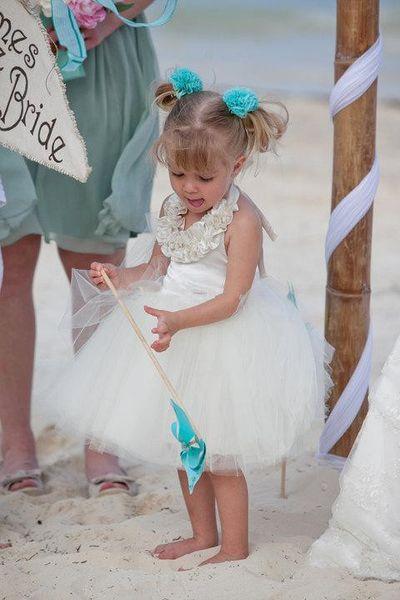 Принцесса пляж девушки цветка платья для свадьбы 2018 холтер шеи спинки до колен тюль короткие партии причастие платье