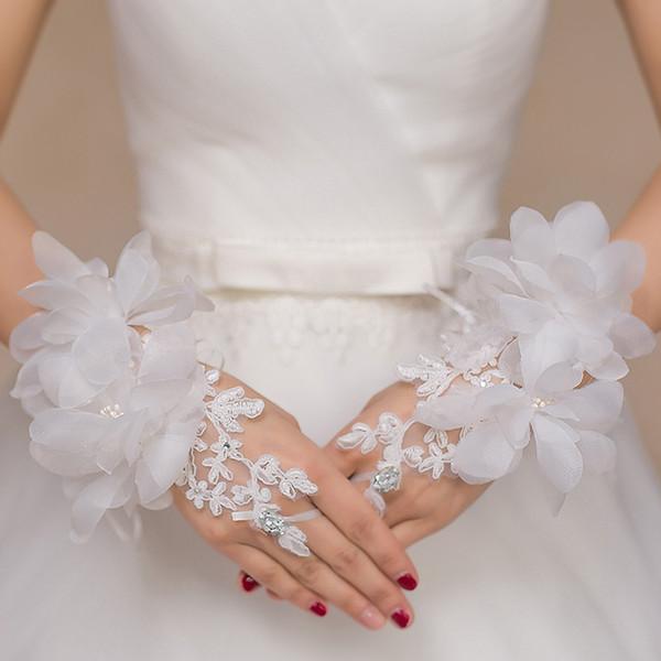 Heißer Verkauf Hohe Qualität Spitze Applique Braut Handschuhe Weiß Rot Fingerlose Handgelenk Länge Blumen Design Strass Braut Handschuh