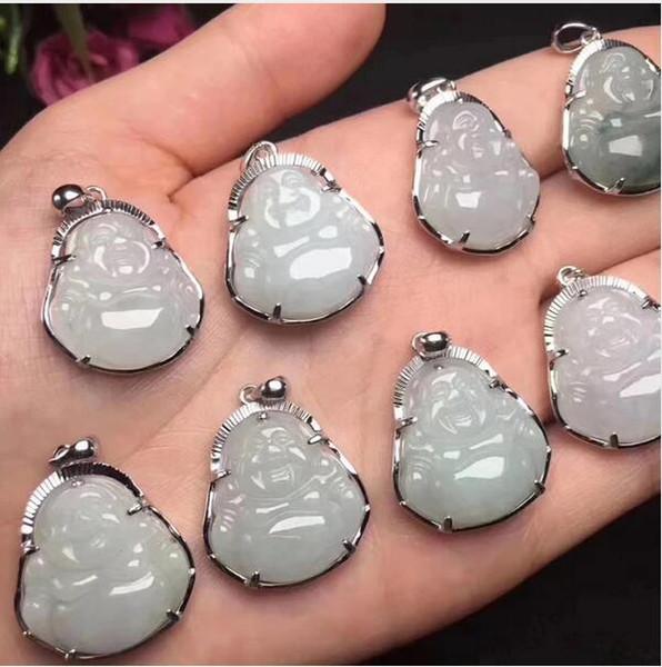 pendentif en jade naturel avec des incrustations de bijoux en argent 925