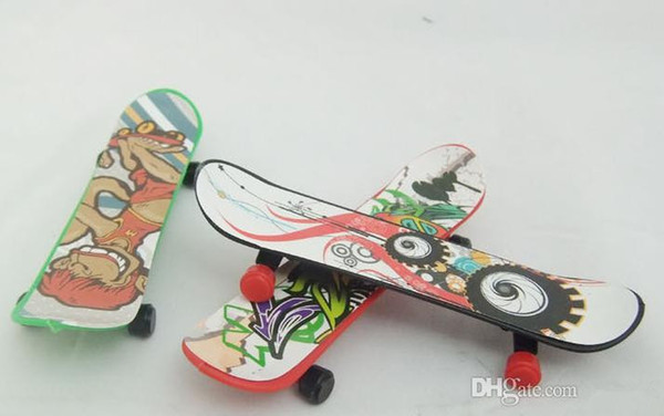 Children finger skateboard toys 100 pcs/lot Novelty hiphop print Toys 6*2.6 CM Finger Skate Board send at random tech deck skateboards