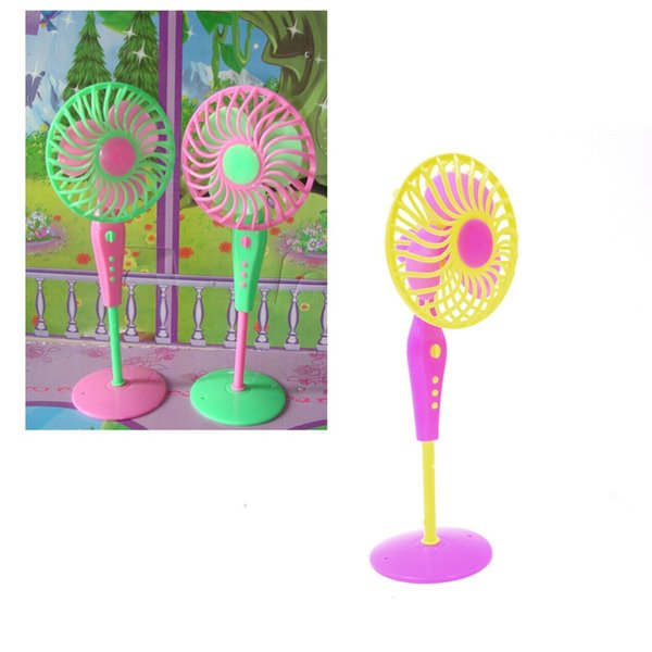 Cute Mechanical Fan Toys for s Classic Kids Play House Toys Doll Accessories Fan Furniture for Dolls Random Color