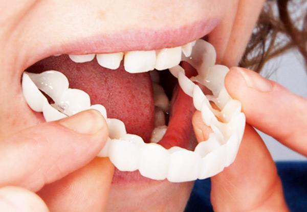 Sofortiges Aufschnappen Smile Perfect Smile Comfort Fit Flex-Zähne passen zu den meisten bequemen falschen Zähnen. Kosmetische Fake-Tooth-Abdeckung