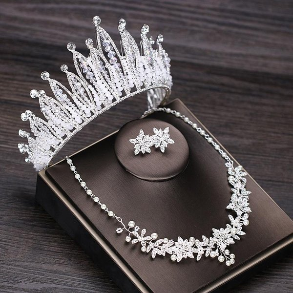 Bridal headwear, crown necklace, earrings, three sets of wholesale, exquisite flowers, diamonds, big crowns, cross border hot sale.