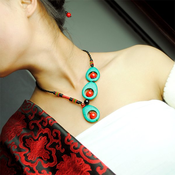 Collar de salevintage entero chocker cadena de cuerda de las mujeres Piedra Verde Natural bola de pavo real colgante estilo Maxi joyería étnica 2017