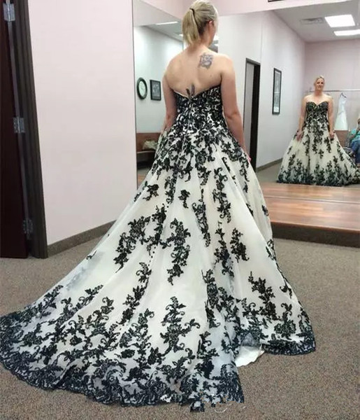 Gothic Black and White Wedding Dresses Plus Size Strapless Corset Appliques Country Western Cowgirl Lace Wedding Gown Vintage Sweep Train