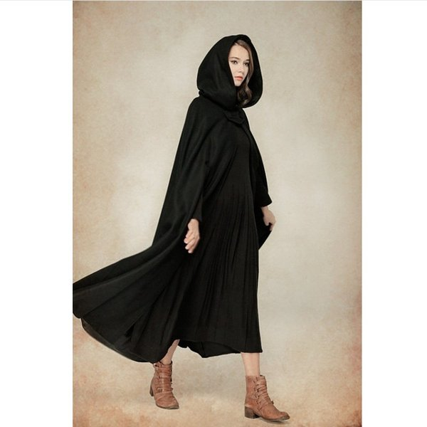 2017 Winter Cloak Hooded Coat Women Vintage Gothic Cape Poncho Coat Medieval Victorian Warm Long Cape
