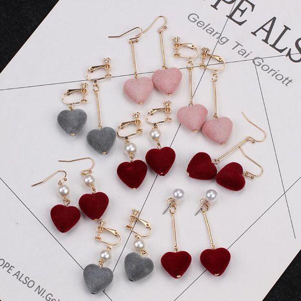 vendita calda orecchini amore flanella Orecchini asimmetrici a forma di cuore perla per bambina dolce senza graffa per orecchio