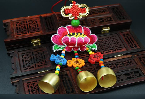 10 pezzi New Yunnan Caratteristica Etnica Ricamo Fengling Fengshui Lijiang Prodotti Metallo Pure Copper Door Decoration Fengling Compleanno